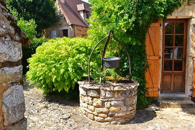 Кладенец като източник за вода и през зимата - как се прави водопроводна инсталация?