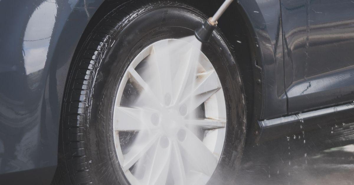 Водоструйката за високо налягане е уред, с който се пият ефективно и бързо автомобили.