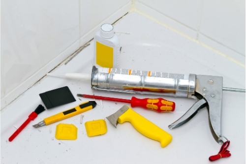Кое да изберете - силикон, полиуретанова ляна или акрилен херметик за ремонт на банята?