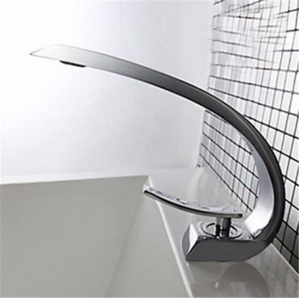 Подходящият смесител подчертава интериора на банята