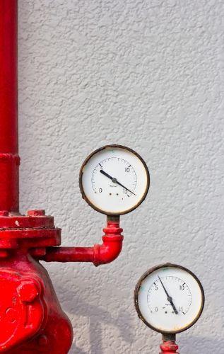Обратният клапан за помпа не позволява водата да се връща и поддържа налягането в системата.